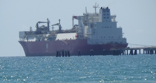 Türkiye'nin ilk doğalgaz depolama gemisi Ertuğrul Gazi, Hatay'da