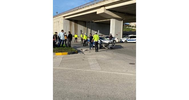 Polis aracı ile otomobil çarpıştı: 4 yaralı