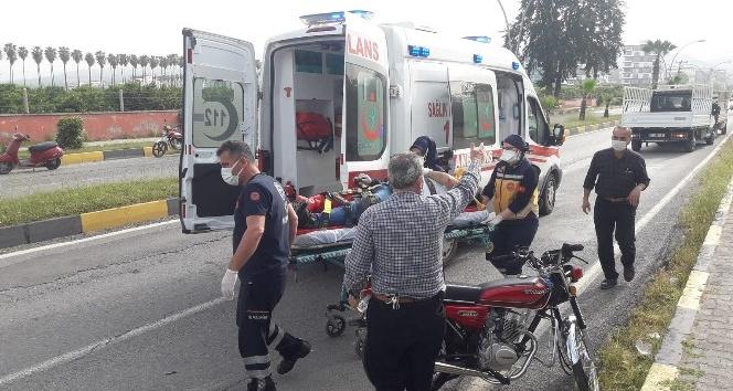 Sokak köpeklerine çarpan motosiklet sürücüsü yaralandı