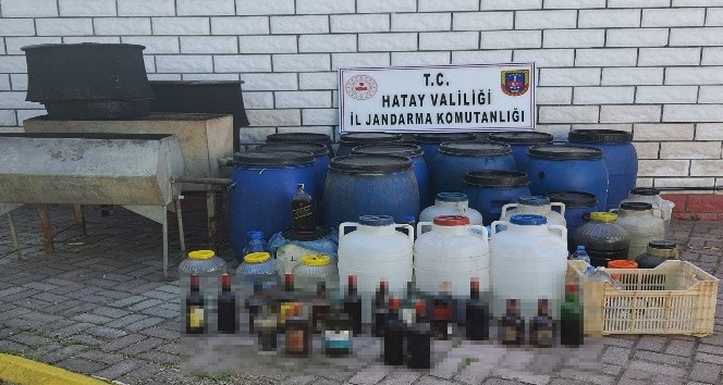 Kaçak alkol üreten 4 kişi gözaltına alındı