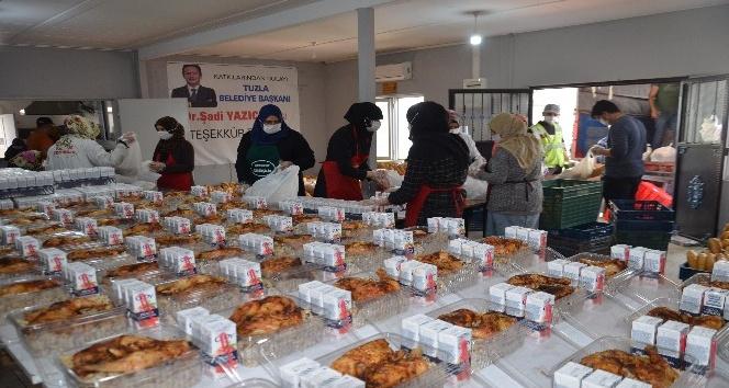 Afrin'de 100 bin kişiye iftarlık kumanya ve 7 bin gıda kolisi dağıtıldı