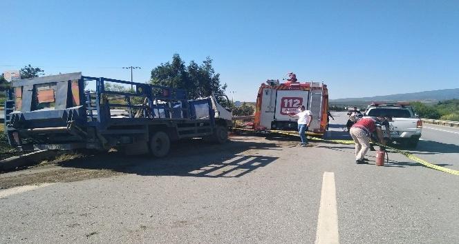 Devrilen kamyonun sürücüsü hayatını kaybetti