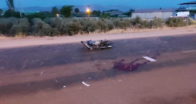 Hassa'da kamyon motosiklete çarptı: 2 yaralı