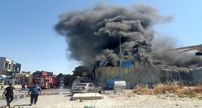 İzolasyon satılan bir iş yerinde yangın çıktı
