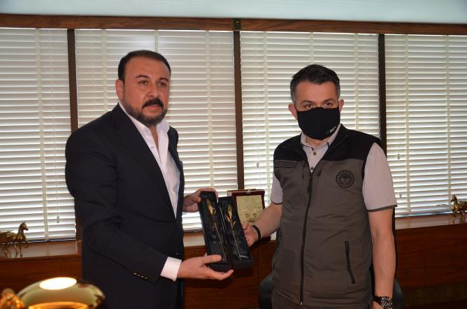 Bakan Pakdemirli, Özova'yı Kutladı
