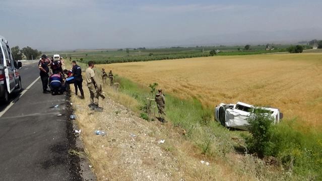 Kırıkhan Hassa Yolunda  Askerleri taşıyan minibüs devrildi