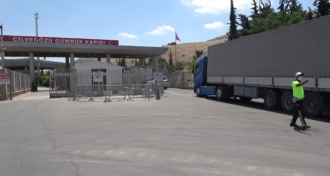 BM'den İdlib'e 37 tır insani yardım