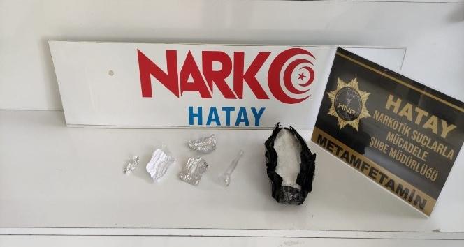 Kırıkhan'da bir otomobilde 214 gram metamfetamin ele geçirildi