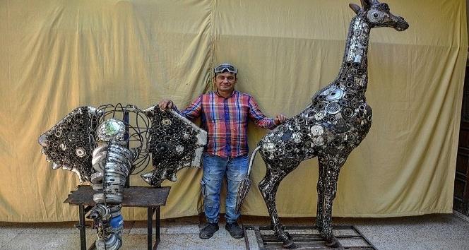 Belçika'dan sipariş aldı, atık hurdaları sanat eserine dönüştürüyor
