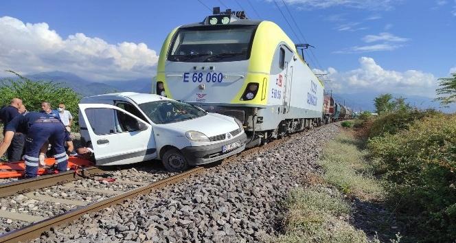 Dörtyol'da hemzemin geçitte tren kazası: 2 yaralı