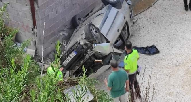 Samandağ'da otomobil evine bahçesine düştü: 3 yaralı