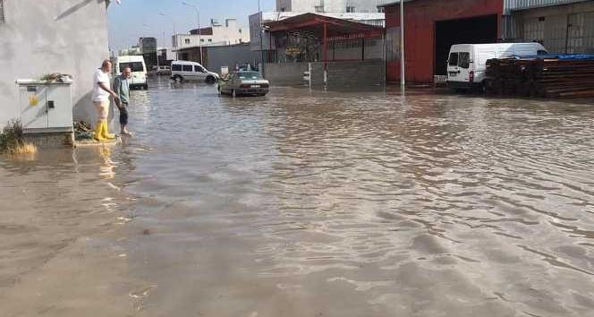 Hatay'da şiddetli sağanak yağış etkili oldu