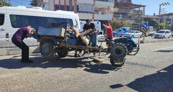 Minibüs ile tarım aracı çarpıştı: 2 yaralı