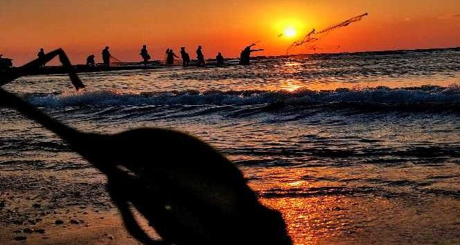 Asi Nehri'nin Akdeniz'le buluştuğu nokta balıkçıların uğrak yeri oldu