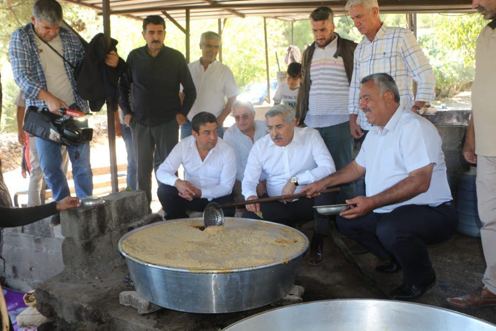 Milletvekili Hüseyin Yayman Hassa'da Pekmez Yapımına Katıldı